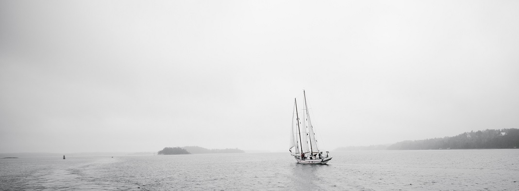 Sailboat (grayscale)
